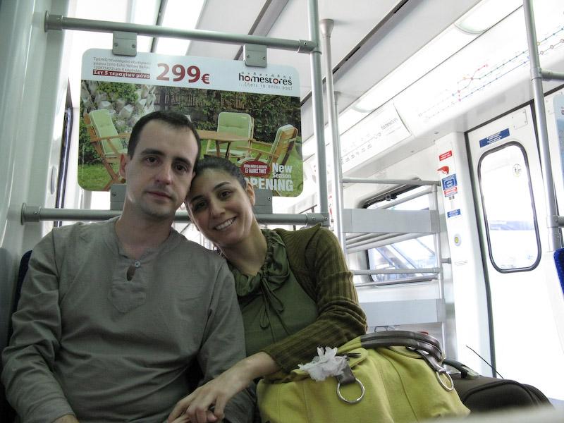 Metro do aeroporto para o hotel. Rápido, barato, seguro e extremamente prático.
