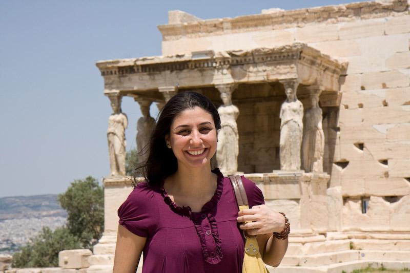 Dani e as Cariátides, pilastras em forma de mulher do Erekteion